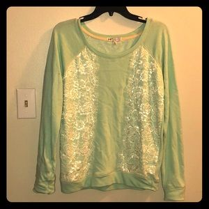Green sweat shirt.